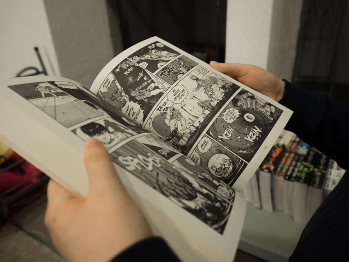 漫画をレンタルするならどちらがおすすめ?電子書籍と宅配を徹底比較